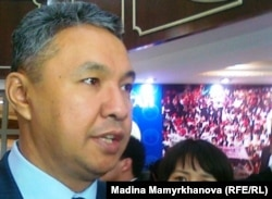 """Лидер провластной партии """"Ак жол"""" Азат Перуашев. Астана, 27 января 2012 года."""