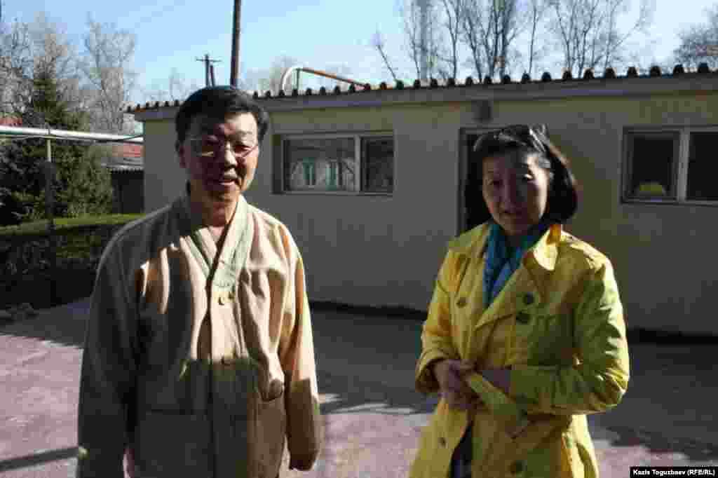 Проповедник Ким Тэ Иль (слева) с руководителем алматинской буддистской общины Ларисой Палакиной.