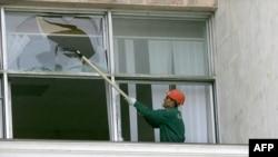 Молдавские депутаты пока не будут работать в здании парламента