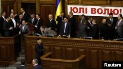 Опозиція заявляє, що розблокує парламент лише після зустрічі з Януковичем