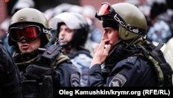 Российские силовики в Симферополе, архивное фото