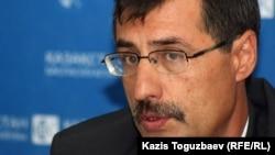 Евгений Жовтис, председатель Казахстанского бюро по правам человека. Алматы, 16 апреля 2012 года.