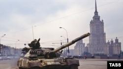 В Москве вспоминают тех, кто пытался противостоять танкам в 1991 году