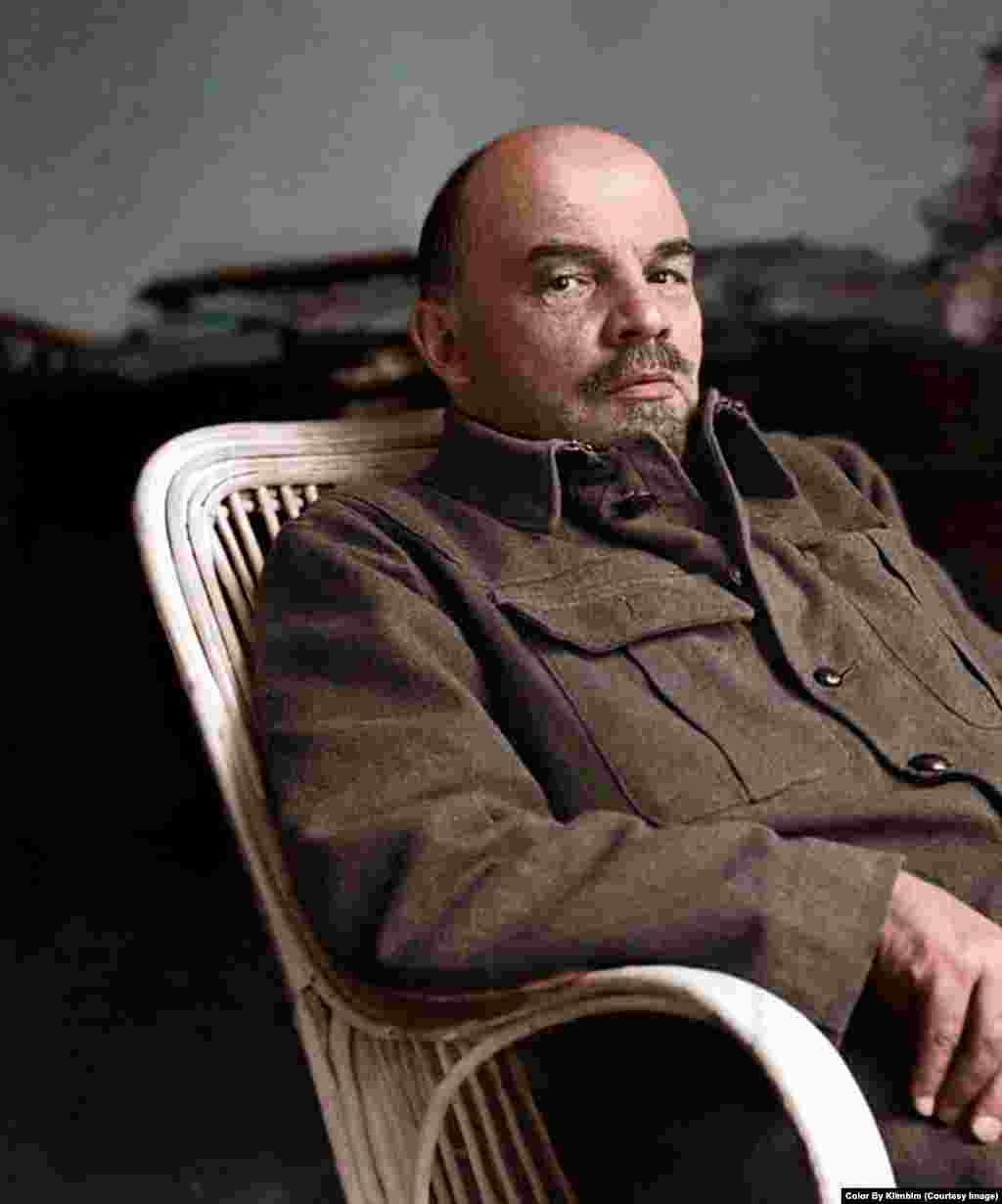 You can almost hear the wicker creak in this image of Lenin. Shirnina read a firsthand description of Lenin's eye color before beginning work on the portrait.