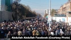 هزاران تن از طرفداران دستهانتخاباتی عبدالله عبدالله روز جمعه در کابل راهپیمایی کردند