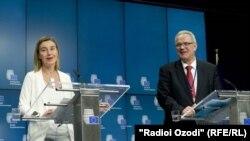 Верховный Представитель ЕС по иностранным делам и политике безопасности Федерика Могерини (слева), и Европейский Комиссар по международному сотрудничеству и развитию Невен Мимица
