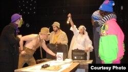 Сцена из спектакля. Снимки Татьяны Вольтской