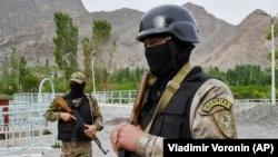 Kyrgyz soldiers guard a water supply facility outside the village of Kok-Tash near the Kyrgyz-Tajik border.