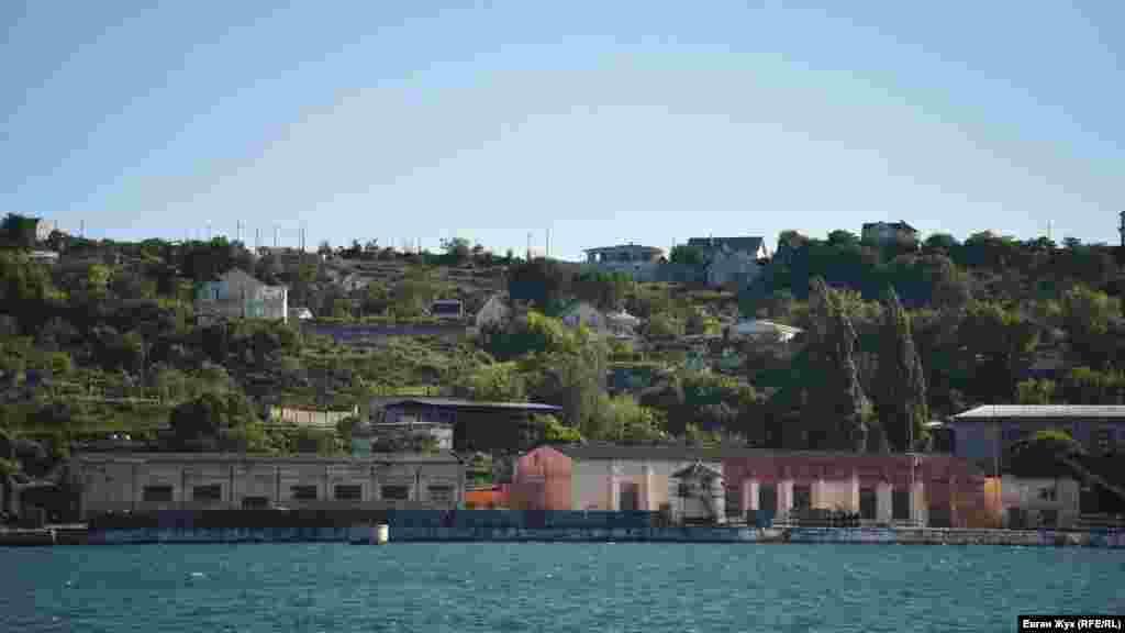 Торпеды лежат в воинской части на берегу Троицкой бухты