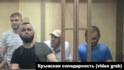 Узеїр Абдуллаєв (другий справа) на засіданні суду в Ростові-на-Дону, архівне фото