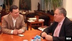 Архивска фотографија - Премиерот Никола Груевски и известувачот на Европарламентот за Македонија Ричард Ховит.