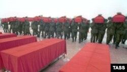 По данным Генеральной прокуратуры в российской армии в мирное время ежегодно погибает около 3000 солдат