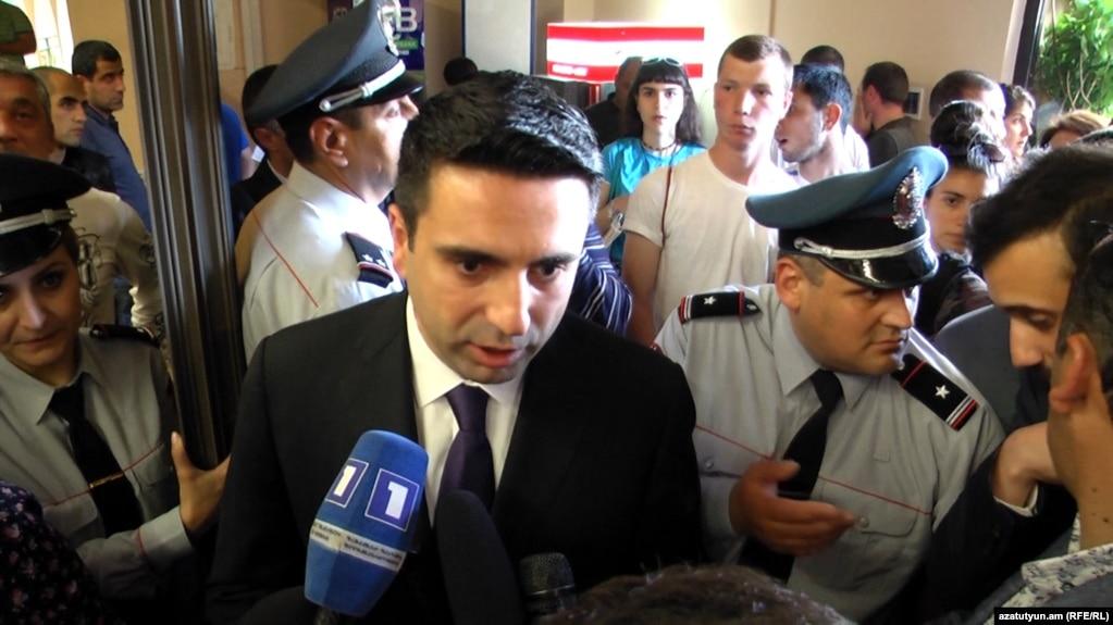 Ален Симонян считает решение мэра Еревана «незаконным»