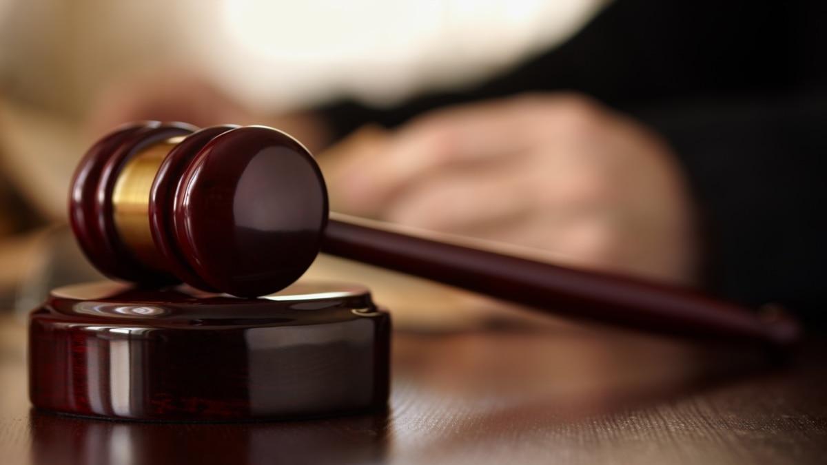 Суд отправил под домашний арест подозреваемого в нападении на журналистов в Гидропарке