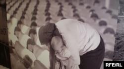"""Fotografija sa izložbe Amela Emrića """"Srebrenica 1995-2010"""" povodom 15. godišnjice od genocida, Foto: Maja Nikolić"""
