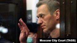 Алексей Навальный в зале суда, архивное фото