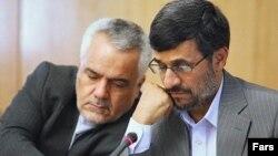 محمدرضا رحیمی (چپ) معاون رییس جمهوری اسلامی ایران به عنوان نفر نخست یک باند فساد اقتصادی که به «حلقه فاطمی» مشهور است، معرفی شده.