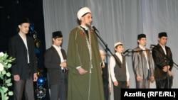 Талип хәзрәт Яруллин тәрбия турында вәгазь сөйләде, мәдрәсә шәкертләре мөнәҗәт көйләделәр