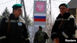 مرزبانان اوکراینی در نزدیکی مرز روسیه-اوکراین