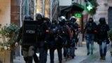 Strasbourg. Howpsuzlyk güýçleriniň ýüzlerçe agzasy üç adamy atyp öldüren ýaragly erkegi gözleýär.