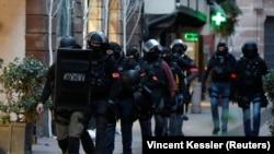Припадници на француската полиција, илустрација