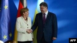 Президент України Петро Порошенко та канцлер Німеччини Анґела Меркель. Берлін. Червень 2014 року