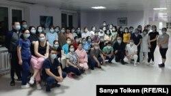Нұр-Сұлтан қалалық №2 аурухана медицина қызметкерлері. Сурет Ғабит Нұрханұлының (Gabit Nurhanuly) Facebook парақшасынан алынды,