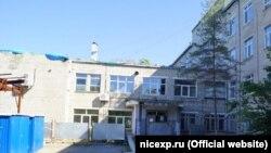 Здание больницы в приморском городе Большой Камень