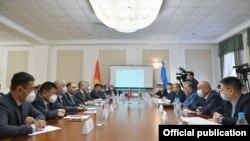 Заседание правительственных делегаций по вопросам делимитации и демаркации кыргызско-узбекской государственной границы. 27 августа 2002 года.