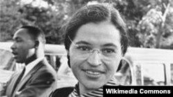 Роза Паркс дар соли 1955. Акс аз Википедиа