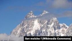 Uşba dağının zirvəsi