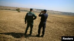 Officials inspect Bulgaria's border with Turkey.