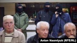Російські силовики на засіданні громадського об'єднання «Кримська солідарність». Крим, Сімферополь, 27 жовтня 2018 року
