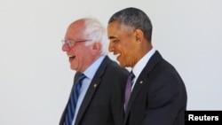 Bernie Sanders (majtas) dhe Barack Obama gjatë takimit të sotëm në Shtëpinë e Bardhë