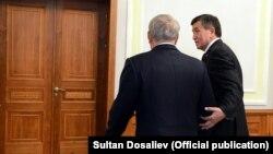 Президенты Казахстана и Кыргызстана Нурсултан Назарбаев и Сооронбай Жээнбеков.