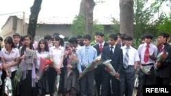 Tajikistan -- Last ring in schools of Tajikistan, Dushanbe, 25May2008