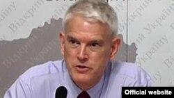 Стівен Пайфер, колишній посол США в Україні
