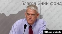 АҚШ-тың Украинадағы бұрынғы елшісі Стивен Пайфер.