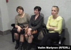 Депутаты-поручители: Светлана Логинова (КПРФ), Татьяна Струкова и Ольга Шмаеник (ЕР)