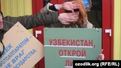 Өзбекстандын элчилиги алдындагы митинг, Москва, 2-апрель.