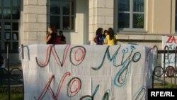 Učenici Cetinjske gimnazije protestuju već 22 dana zbog neimenovanja Miomira Đurišića za direktora Škole
