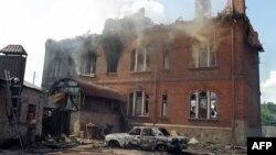 Разрушенное здание после боя между пророссийскими сепаратистами и украинскими военными. Славянск, 8 июня 2014 года. Иллюстративное фото.