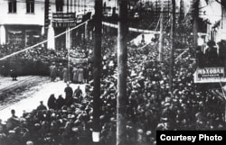 Мітынг працоўных у Менску ў дзень, калі зрынулі Мікалая II. 4 сакавіка 1917 г.