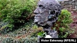 Monumentul lui Slava Rostropovici de la Kronberg im Taunus