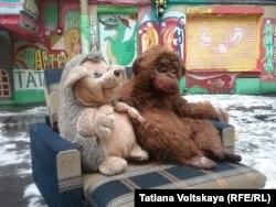 Ёжик и обезьяна грустят по увезенным машинам
