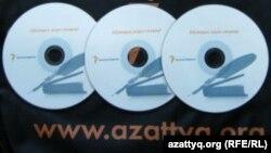 Азаттық радиосы шығарған «Абайдың қара сөздері» компакт-дискісі. Алматы, 10 тамыз 2012 жыл.