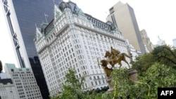 Отель «Плаза», в котором Болат Назарбаев купил себе фешенебельную квартиру. Нью-Йорк, 31 октября 2011 года.