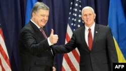 Ukrainian President Petro Poroshenko (left) met with U.S. Vice President Mike Pence at the Munich Security Conference