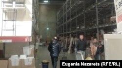 Moskvada rubl qiymətdən düşən kimi insanlar mebel mağazasından özlərinə gərək olmayan əşyaları da alıb boşaldıblar