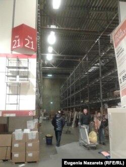 Москва. ИКЕА - Теплый стан. 18 декабря 2014 года. Половина стеллажей на складе самообслуживания совсем пуста